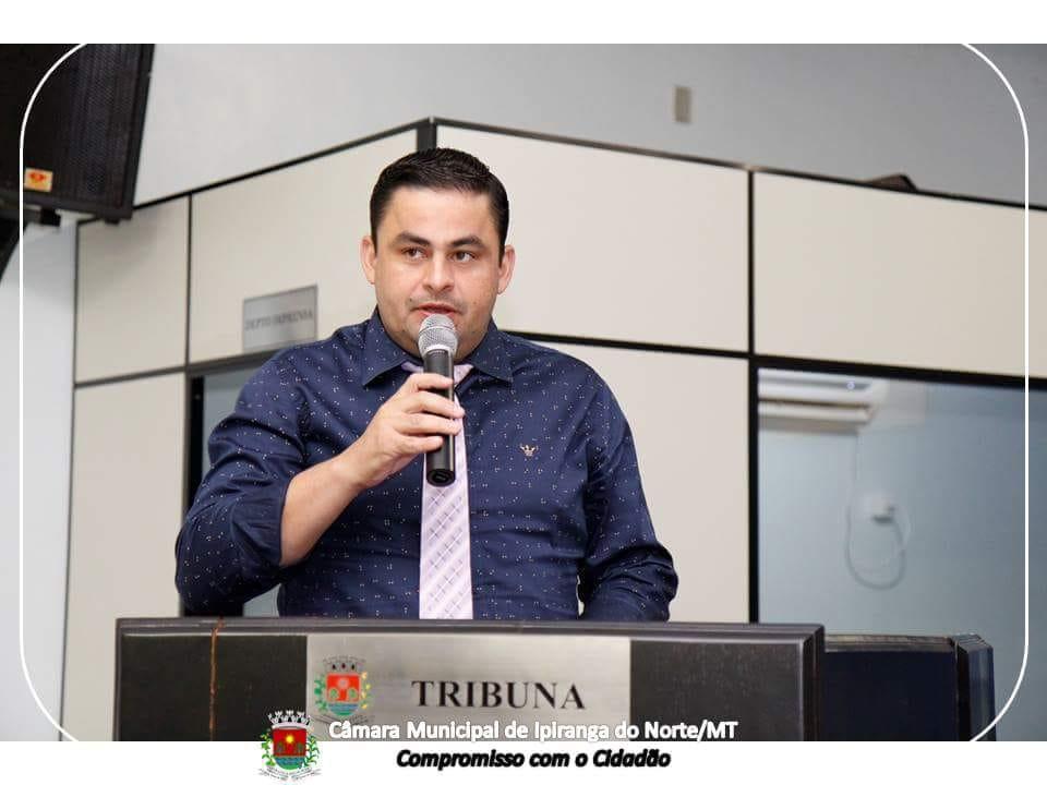 Vereador Junior Federice faz indicação referente a calçamento no estacionamento em frente a Secretária de Educação e do novo Ginásio no Município